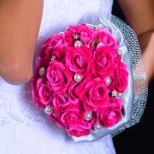 Buquê de noiva com flores aveludadas pink