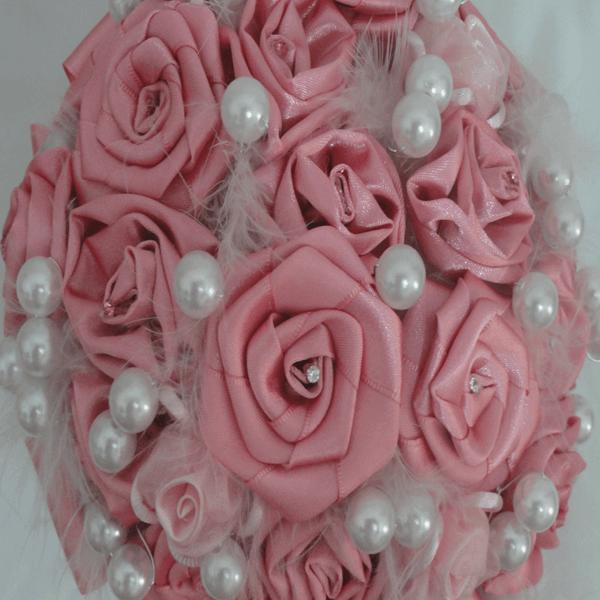 Buquê de noiva essencial com flor de cetim