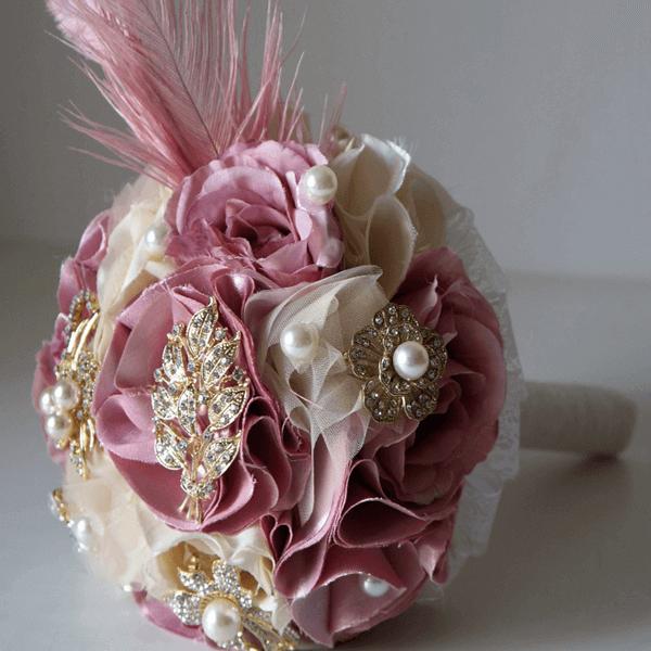 Buquê de noiva glamour com flores de tecido